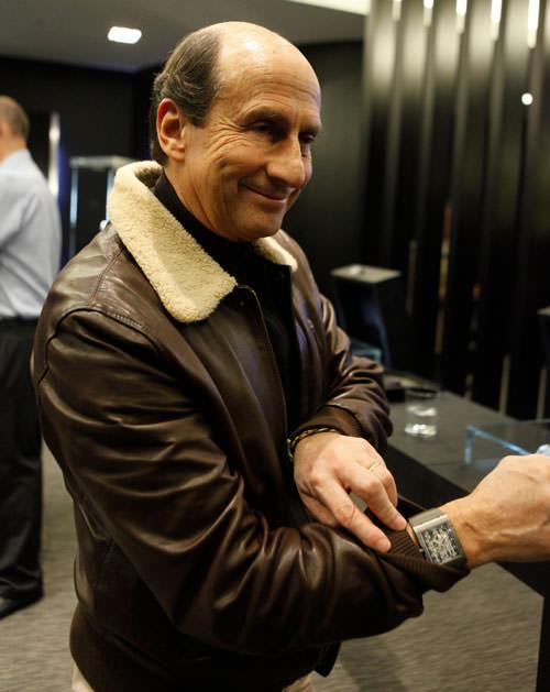 Richard Mille enseñando su diseño de reloj de lujo